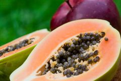 Papaia e maçã Foto de Stock Royalty Free