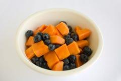 Papaia e mirtillo dell'insalata di frutta Fotografia Stock Libera da Diritti