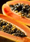 Papaia e sementes Fotos de Stock Royalty Free