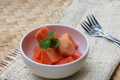 Papaia em uma bacia Fotografia de Stock