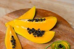 Papaia fresca affettata Vista superiore Fotografia Stock