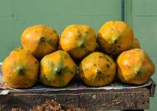 Papaia nel mercato Fotografie Stock