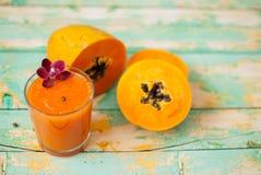Papaja smoothie Royalty-vrije Stock Afbeeldingen