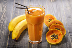 Papaja smoothie, selectieve nadruk Royalty-vrije Stock Afbeeldingen