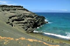 Papakolea绿色沙子海滩,大岛,夏威夷的炭渣锥体 库存图片