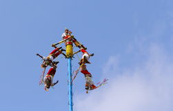 Papantla vliegende mensen III Stock Afbeeldingen