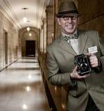 Paparazzifotograf med tappningkameran Arkivbilder
