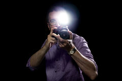 Paparazzis con la cámara y el flash fotos de archivo libres de regalías