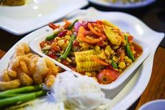 Papaya καλαμποκιού σαλάτα, SOM -SOM-tam-kao-phod στοκ εικόνες