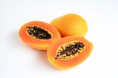 Papaya που απομονώνεται σε ένα άσπρο υπόβαθρο στοκ εικόνα με δικαίωμα ελεύθερης χρήσης