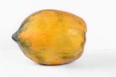 Papaya που απομονώνεται σε ένα λευκό Στοκ Εικόνες