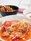 Papaya σαλάτα ή SOM -SOM-tam, ταϊλανδικά τοπικά τρόφιμα Στοκ εικόνα με δικαίωμα ελεύθερης χρήσης