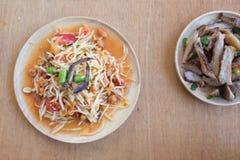 Papaya σαλάτα ή ταϊλανδικά τοπικά τρόφιμα SOM -SOM-tam Στοκ φωτογραφία με δικαίωμα ελεύθερης χρήσης