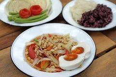Papaya σαλάτα ή SOM -SOM-tam με το κολλώδη ρύζι και το λαχανικό Στοκ εικόνες με δικαίωμα ελεύθερης χρήσης