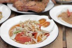 Papaya σαλάτα ή SOM -SOM-tam με το κολλώδη ρύζι και το λαχανικό Στοκ εικόνα με δικαίωμα ελεύθερης χρήσης
