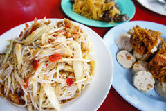 Papaya σαλάτα, τρόφιμα SOM tum δημοφιλή με τους ταϊλανδικούς λαούς Στοκ φωτογραφία με δικαίωμα ελεύθερης χρήσης
