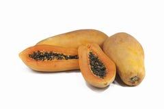 Papaya στην άσπρη ανασκόπηση Στοκ Φωτογραφίες