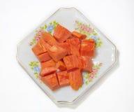 Papaya φρούτα στο πιάτο στο άσπρο υπόβαθρο Στοκ Εικόνες