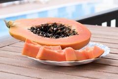 Papaya auf einer Platte Lizenzfreie Stockfotografie