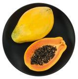 Papaya auf weißer Platte Stockfotografie