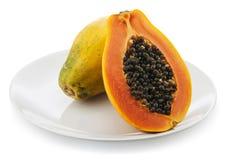 Papaya auf weißer Platte Stockfotos