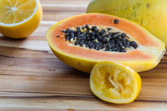 Papaya cut in half served with lemon Royalty Free Stock Photography
