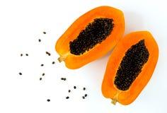 Papaya en el fondo blanco Rebanadas de papaya dulce en el fondo blanco foto de archivo