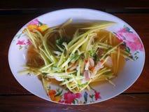 Papaya f?r Thailand kryddig sallad f?r favorit- menysomtum arkivfoton