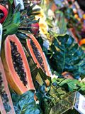 Papaya in a fruitmarket stand Royalty Free Stock Images