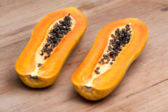 Papaya - medio corte Imagen de archivo libre de regalías
