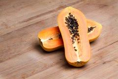 Papaya - medio corte Fotografía de archivo libre de regalías