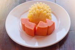 Papaya- och ananasfrukt Fotografering för Bildbyråer