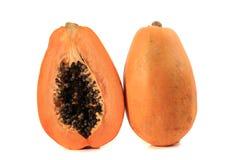 Papaya på en vit bakgrund arkivbild