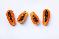 Papaya på White kopiera avstånd arkivfoton