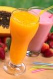 Papaya-Saft und Erdbeere-Milchshake Stockfotos