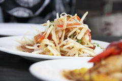 Papaya-Salat, thailändisches Lebensmittel Somtum Stockfotos
