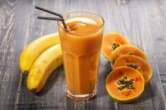 Papaya Smoothie, selektiver Fokus Lizenzfreie Stockbilder
