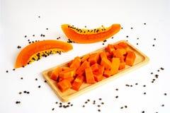 Papaya som isoleras på en vit bakgrund arkivfoto