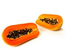 Papayafrucht geschnitten auf Hälfte Stockbilder