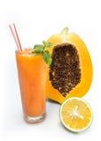 Papayafruktsaft med den gröna apelsinen Fotografering för Bildbyråer