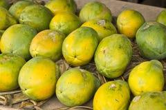 Papayas auf Fruchtstand Stockfotografie