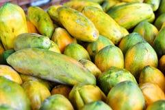 Papayas para la venta en Costa Rica Imagen de archivo libre de regalías