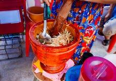 Papayasalat-, -Lebensmittel- und -Snackthailand-Art, Weichzeichnung Lizenzfreie Stockfotografie