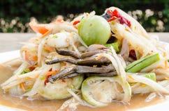 Papayasalat mit der Krabbe in Essig eingelegt Stockbild