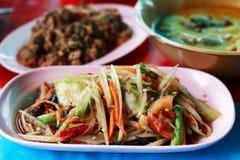 Papayasalat (Som Tam) - traditionelle siamesische Nahrung Stockfotos