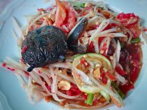Papayasallad som är berömd av Thailand mat Arkivbilder