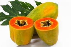 Papayascheibe auf Weiß Lizenzfreies Stockbild