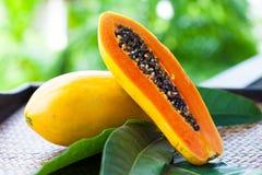 Papaye coupée en tranches Images libres de droits