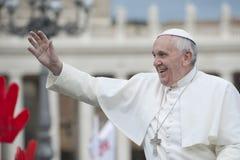 Pape Francis bénissent fidèle Image stock