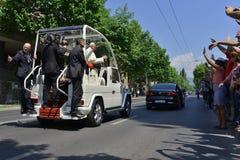 Pape visitant Sarajevo Photos stock